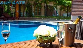 На море! Нощувка със закуска за ДВАМА + басейн в Апартхотел Сън Гейт, Слънчев Бряг