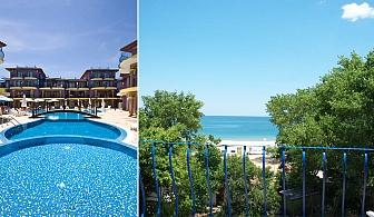 Море на първа линия на к-г Градина. Нощувка за двама, четирима или шестима + басейн, шезлонг и чадър в Хотел Гардън Бийч, Созопол