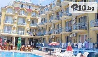 На море през Август и Септември в Хотел Хит Равда*** на 5 мин от плажа! Нощувка или нощувка със закуска от 15лв + басейн, чадър и шезлонг