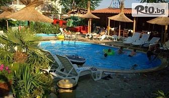 На море в Равда! Нощувка + басейн, шезлонг и чадър, от Хотел Тропикана 3* на 300 метра от пясъчния плаж