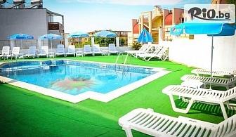 На море в Созопол през Юни и Септември! Нощувка със закуска и вечеря /по избор/ + басейн, шезлонг и чадър, от Хотел Аполис 3* на 70м от плаж Хармани
