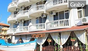 Морски релакс в Лозенец! 3, 5 или 7 нощувки със закуски и вечери - - на 20м от централния плаж