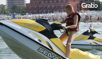Морско забавление в Бургас! Каране на джет, екстремна разходка на банан или парасейлинг