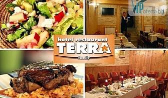 53% намаление на салата, основно ястие и чаша вино в Ресторант Терра, Варна