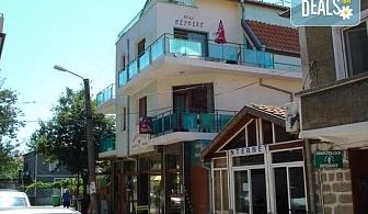 Насладете се на лятото! Вземете 3 или 4 нощувки със закуски във Вила Перфект, Черноморец, безплатно настаняване на дете до 2.99 г.