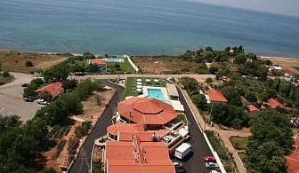 Насладете се на релаксираща и спокойна почивка с красиви гледки в хотел Ismaros - Гърция, за ДВЕ нощувки със закуска,   вечеря и безплатни чадъри и шезлонги на плажа и басейна / 29.04.2019 - 31.05.2019