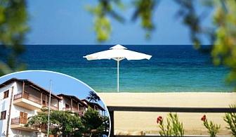 От 19.07-20.08 в Неа Рода, Гърция! Нощувка в двойна, тройна или фамилна стая на 200м. от плажа в хотел Alexandra, Халкидики!