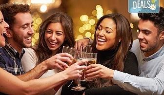 """Незабравим Студентски празник! Празнична вечеря в механа """"Ореха"""" в центъра на Банско с храна, напитки и жива музика!"""