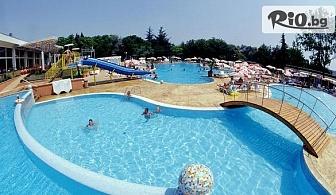 Незабравима лятна почивка в к.к. Албена! Нощувка на база All Inclusive + басейн, чадър и шезлонг на плажа, от Хотел Ком 3*