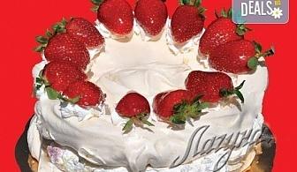 """С нежен вкус на целувка! Хрупкава бяла торта с целувки или торта """"Орехова целувка"""" от сладкарница Лагуна!"""