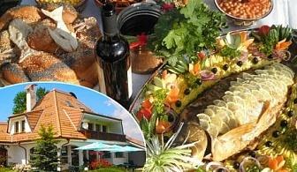 Никулден в комплекс Роден край с. Влайчовци! ДВЕ нощувки със закуски и вечери + сауна и джип сафари