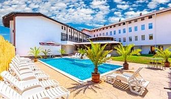 Нощувка + басейн с детска секция и джакузи от НОВИЯ хотел Черноморец