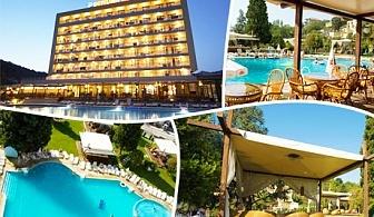Нощувка на база All inclusive + басейн на човек в Хотел Детелина***, Златни пясъци