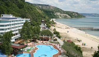 Нощувка на база All inclusive + чадър и 2 шезлонга на плажа в Албена от хотел Арабела Бийч