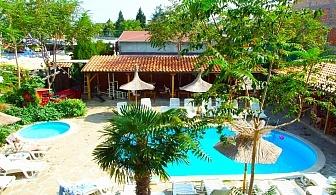 Нощувка на човек + басейн в хотел Тропикана, Равда