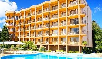 Нощувка на човек на база All Inclusive + басейн, шезлонг и чадър на плажа от хотел Бона Вита, Златни пясъци. Дете до 12г - Безплатно!