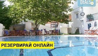 Нощувка на човек на база Само стая, Закуска в Hotel Oceanis, Калитеа, Халкидики