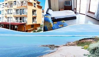 Нощувка на човек на цени от 15 лв. в хотел Лазур, на 50 метра от плажа в Равда