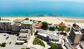 Нощувка на човек със закуска + чадър и шезлонг на плажа от хотел Извора, на 1-ва линия в Златни Пясъци