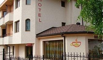 Нощувка на човек със закуска само за 21 лв. в хотел Емали, Банкя