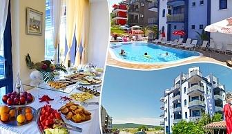 Нощувка на човек със закуска, обяд и вечеря + басейн в Хотел Калипсо Блу, на 50 метра от плажа в Приморско