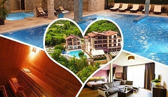 Нощувка на човек със закуска, обяд* и вечеря + НОВ минерален акватоничен басейн и джакузи в хотел Огняново***