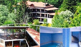 Нощувка на човек със закуска, обяд* и вечеря + топъл басейн в Семеен хотел Илинден, Шипково до Троян.