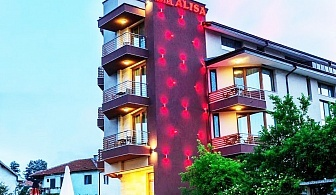 Нощувка на човек със закуска + възможност за  басейн и СПА в НОВИЯ хотел Алиса,  Павел Баня