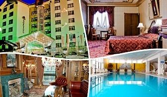Нощувка на човек със закуска и вечеря + басейн в Хотел Пампорово 5*