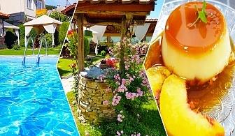 Нощувка на човек със закуска и вечеря* + басейн и джакузи с МИНЕРАЛНА вода в хотел Шарков, Огняново