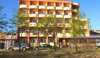 Нощувка на човек със закуска и вечеря в хотел Пловдив, Приморско