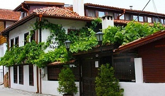 Нощувка на човек със закуска и вечеря само за 24.50 лв. в Старата къща, Велинград. Дете до 6г. - безплатно!