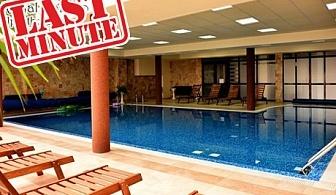 Нощувка на човек със закуска или закуска и вечеря + басейн и релакс пакет в хотел Роял Банско