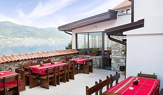 Нощувка на човек+ по желание закуска и вечеря на брега на язовир Доспат от семеен хотел Емили, Сърница