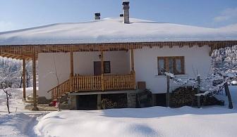 Нощувка за до 8 човека + барбекю, обширен двор и още удобства в самостоятелна къща Лилиите в с. Руховци, Елена!
