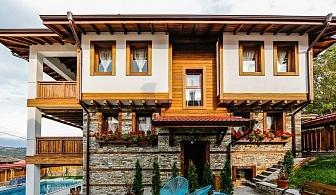 Нощувка за 14 или 28 човека + басейн, трапезария и още удобства в СПА къщи Главчеви край Гоце Делчев - с. Илинден