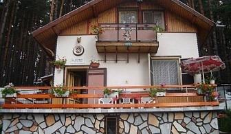 Нощувка за 17 човека на брега на язовир Батак във вила Катеричка със собствена механа, лятно барбекю и цветен двор!