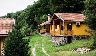 Нощувка за 6, 12 или 18 човека в Калофер в къщи за гости Дара-Йонкови с лятно барбекю, просторен двор и още удобства!