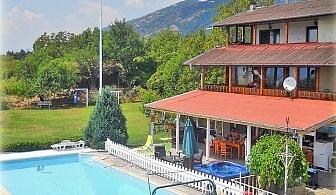 Нощувка за 10 човека в Карлово в къща за гости Съни Хаус с басейн, джакузи, барбекю, фитнес и още!