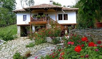 Нощувка за 12 човека край Елена в къща за гости Любима с трапезария и камина - с. Яковци