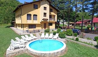 Нощувка за 28 + 2 човека край Елена в семеен хотел Балкански рай с басейн, детски кът, барбекю, озеленен двор и още - с. Дрента