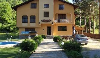 Нощувка за 28 + 2 човека край Елена в семеен хотел Балкански рай - с. Дрента