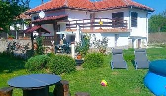 Нощувка за до 8 човека край В. Търново във вила Калин с басейн, детски кът, барбекю, градина и още - с. Нацовци