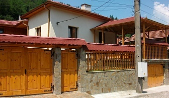 Нощувка за 10+2 човека край Троян в къща за гости Лазарна светлина с детски кът, барбекю, пещ, озеленен двор и още - с. Шипково