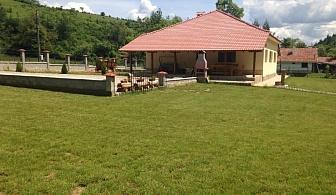 Нощувка за 11+1 човека + малък футболен терен и детски кът в къща Балкански рай край Елена - с. Дрента
