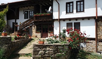 Нощувка за 13 човека + механа и барбекю в Балканджийска къща край Габрово - с. Живко
