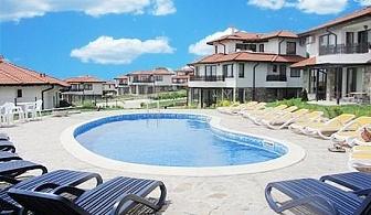 Нощувка за до 4 човека в напълно оборудвана вила + басейн на цени от 59.90 лв. във вилно селище Bay View Villas, с. Кошарица