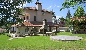 Нощувка за до 10 човека + просторна дневна с камина, 2 барбекюта в къща Бояджиеви в Априлци
