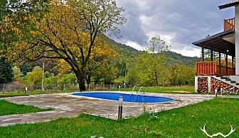 Нощувка за 6 или 12 човека в Рибарица в комплекс Петрови вили с трапезария и камина