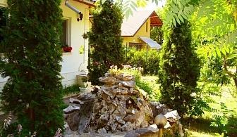 Нощувка за 9 човека в Рибарица - вила Дискрет с лятно барбекю, цветна градина и дървена беседка!